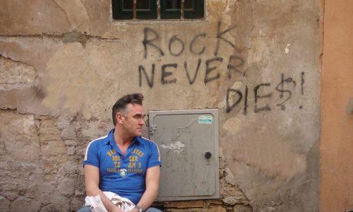Le news di oggi: Morrissey, Sleeper, Xiu Xiu, Health, Howe Gelb, Yak, Deerhunter