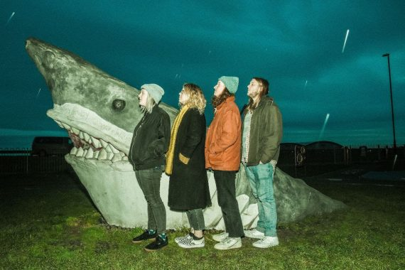 Le nuove band del weekend: Penelope Isles, Versing, Amyl And The Sniffers, PicaPica, A. Swayze & The Ghosts
